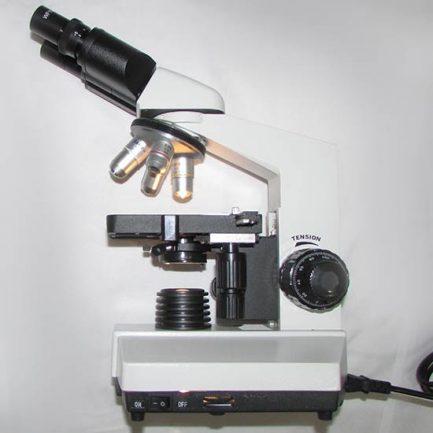 نمای بقل میکروسکوپ بیولوژی 1600 برابر مدل XSZ-801BN با لامپ روشن