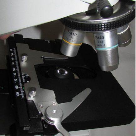 نمای استیج و قفل کن لامگردان میکروسکوپ بیولوژی 1600 برابر مدل XSZ-801BN