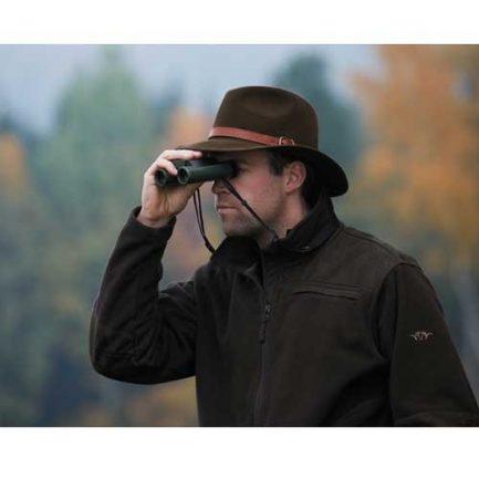 رویت دوربین شکاری زاواروسکی CL Pocket 8x25 در کف یک دست