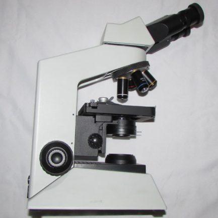 نمای بغل میکروسکوپ بیولوژی 1600 برابر حرفه ای طرح المپیوس CX21