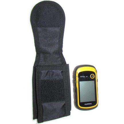 مشاهده ابعاد کیف جی پی اس سایز کوچک در کنار جی پی اس دستی گارمین مدل eTrex10