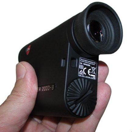نمای چشمی و محل درج باتری فاصله یاب لیزری لایکا مدل Leica Rangemaster 2000-B