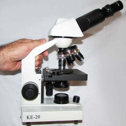 نمای پهلو چپ میکروسکوپ 1600 برابر بیولوژی دو چشمی مدل Ke-20