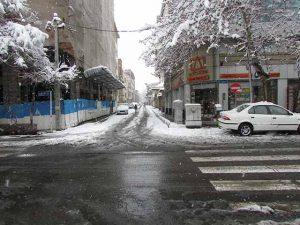 تردد در مرکز شهر و آب شدن برف در بعد از ظهر و احتمال یخ زدگی در فردا صبح