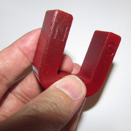 مشاهده قطب های آهنربای یو شکل با طول 5 سانتیمتر - آهنربای U شکل