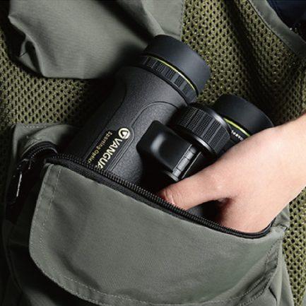 قرار دادن دوربین ونگارد مدل Endeavor ED II 8x42 در کیف