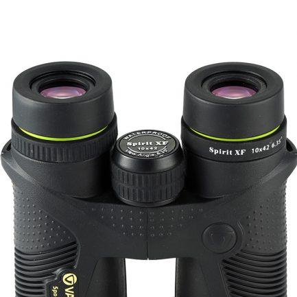 نمایی نزدیک از لنزهای چشمی دوربین دوچشمی ونگارد مدل Spirit XF 10X42